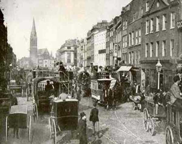 Whitechapel High Street in 1890.